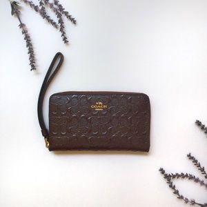 NWT COACH Signature Debossed Patent Phone Wallet